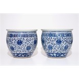 A pair of Chinese blue and white lotus scroll fishbowls, 19th C. Dia.: 40 cm - H.: 35,5 cm Condition