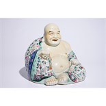 A fine large Chinese famille rose model of Buddha, 19/20th C. H.: 25,5 cm - Dim.: 27 x 25 cm (the