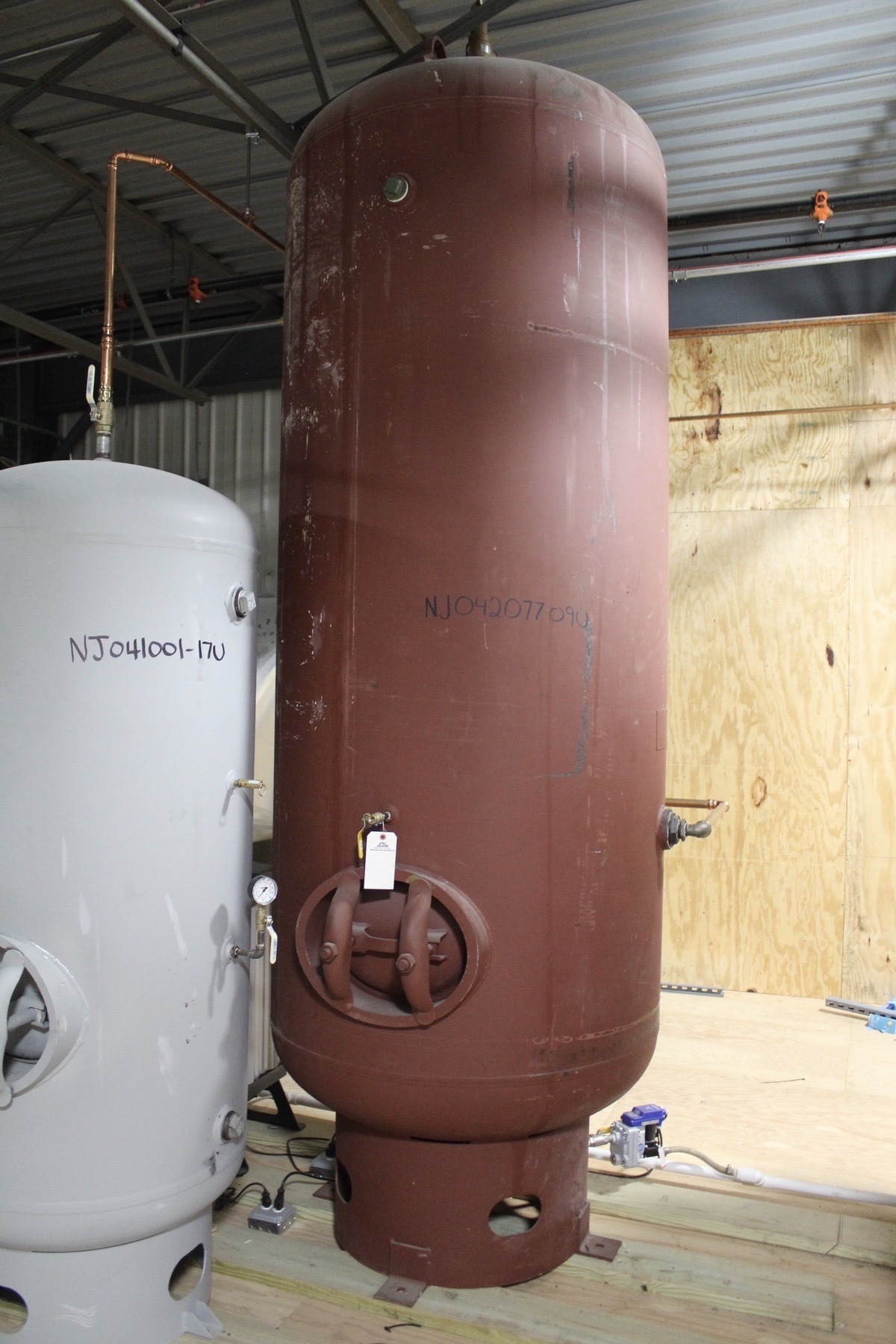 Lot 7 - Air Volume Tank | Load Fee: $150