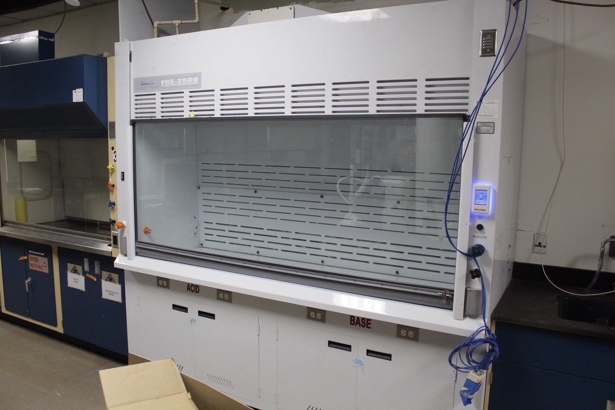 Lot 9 - Salare Inc. Fume Hood, M# FCE-2500DW, S/N 2014879-3637 | Load Fee: $50