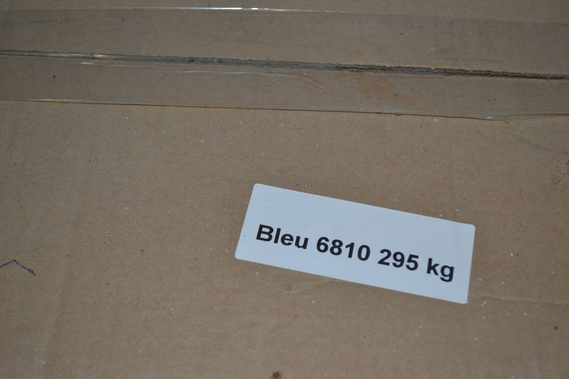 Lot 44 - Lot colored resin Blue 6810 Approx 296 KG