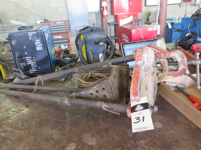 Lot 31 - Rigid Tri-Stand Pipe Stand