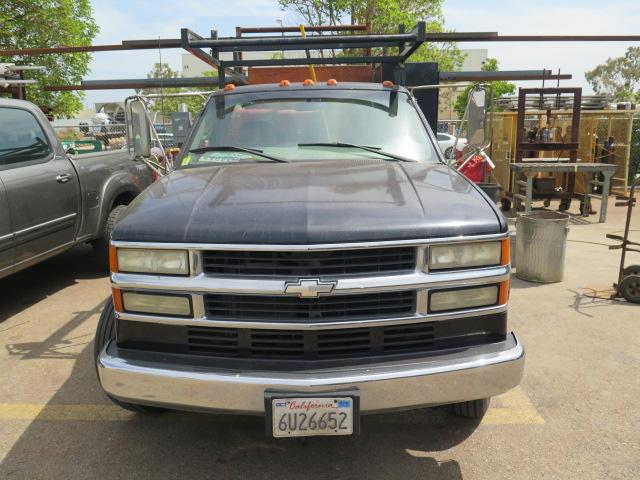 Lot 40 - 2001 Chevrolet Silverado 3500HD Welding Utility Truck Lisc# 6U26652 w/ 8.1L V8 Gas Engine, Automatic
