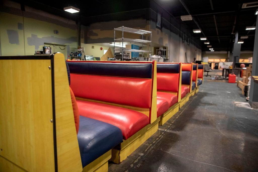 Lot 102 - 6 Double and 4 single booths without tables. Used, shows commercial use. See pictures.