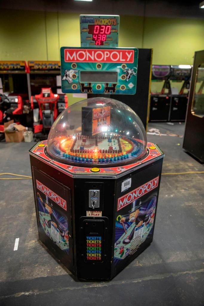 Lot 150 - Monopoly - Functional. Used, shows commercial use. Dome damaged. See pictures.