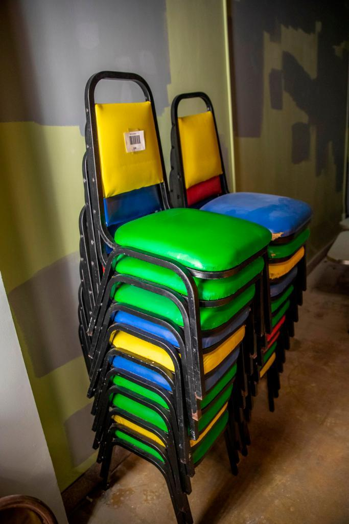 Lot 104 - 20 vinyl chairs, mixed colours. Used, shows commercial use. See pictures.