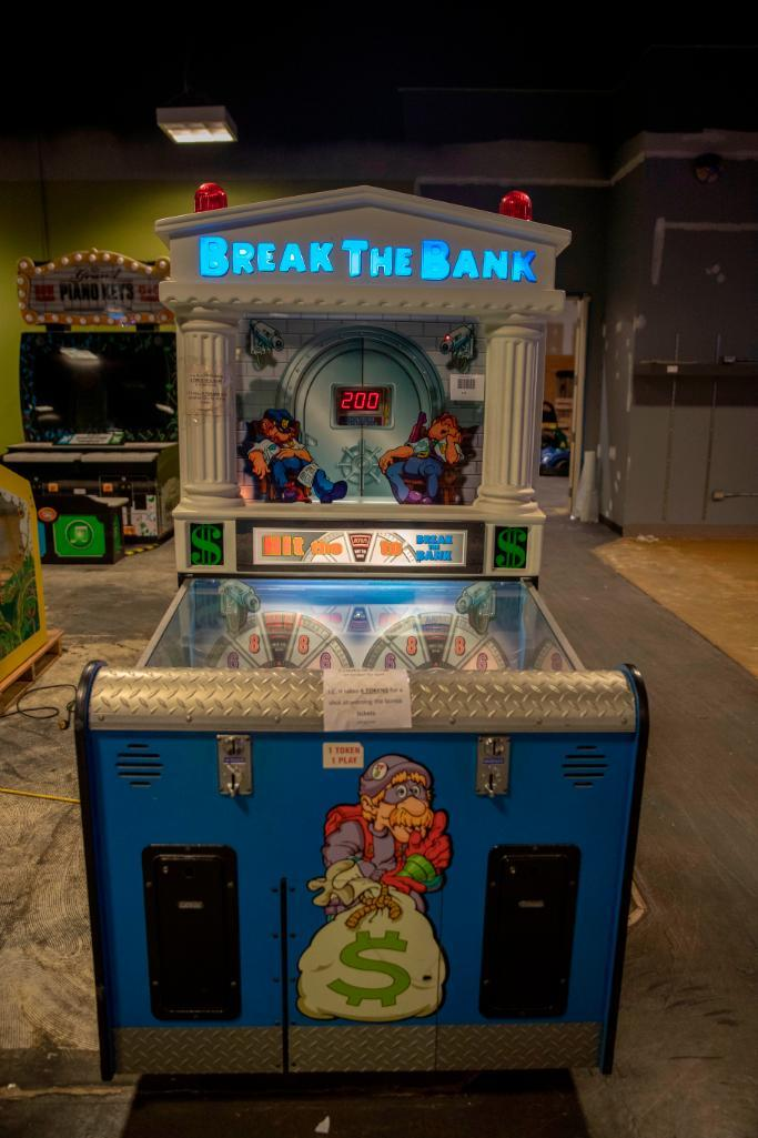 Lot 171 - Ice Break the Bank - Functional. Used, shows commercial use. See pictures.