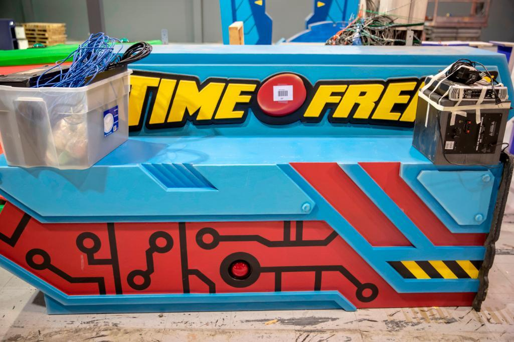 Lot 197 - Time Freak attraction. Complete working system with arches and panels.