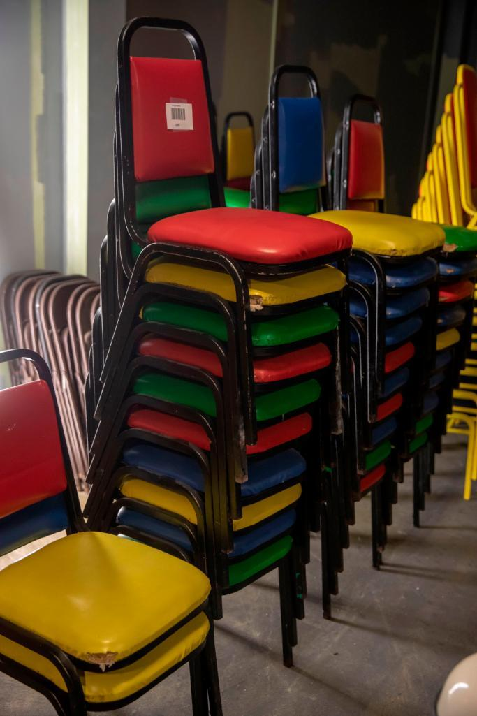 Lot 105 - 32 vinyl chairs, mixed colours. Used, shows commercial use. See pictures.