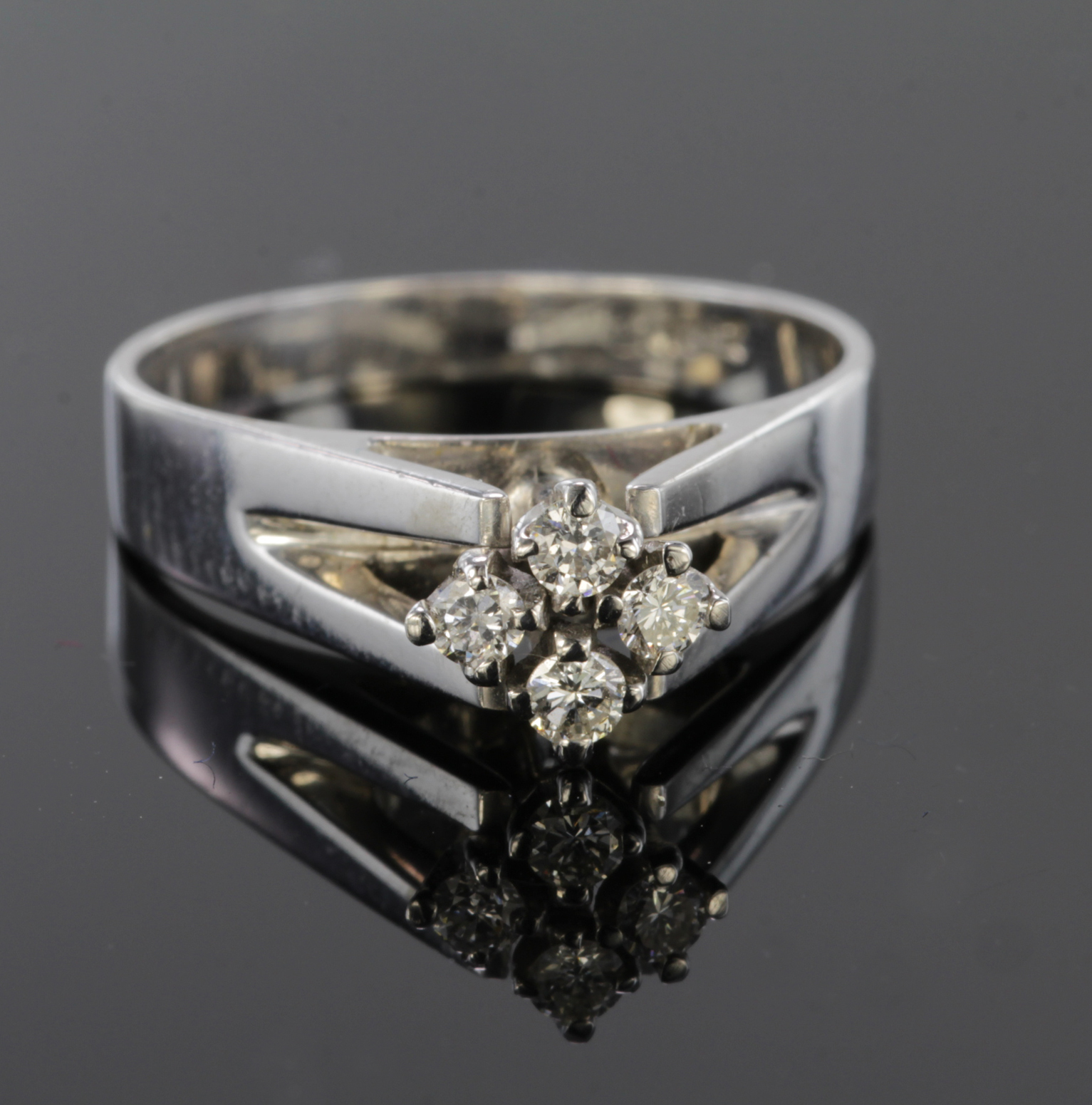 Lot 20 - 18ct White Gold four stone Diamond Ring size J weight 3.6g