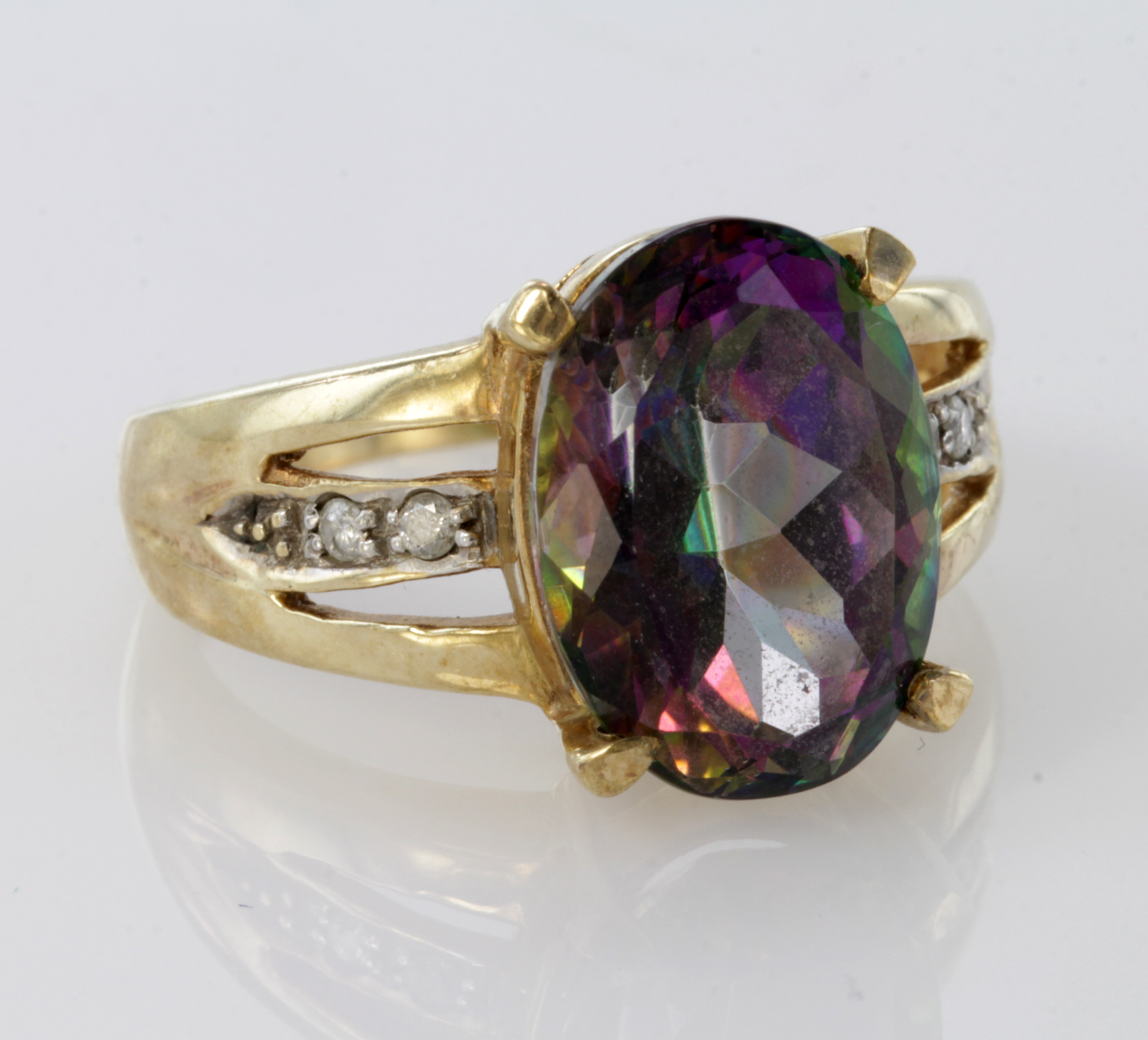 Lot 55 - 9ct Gold Mystic Topaz Ring with stone set shoulders size O weight 6.5g