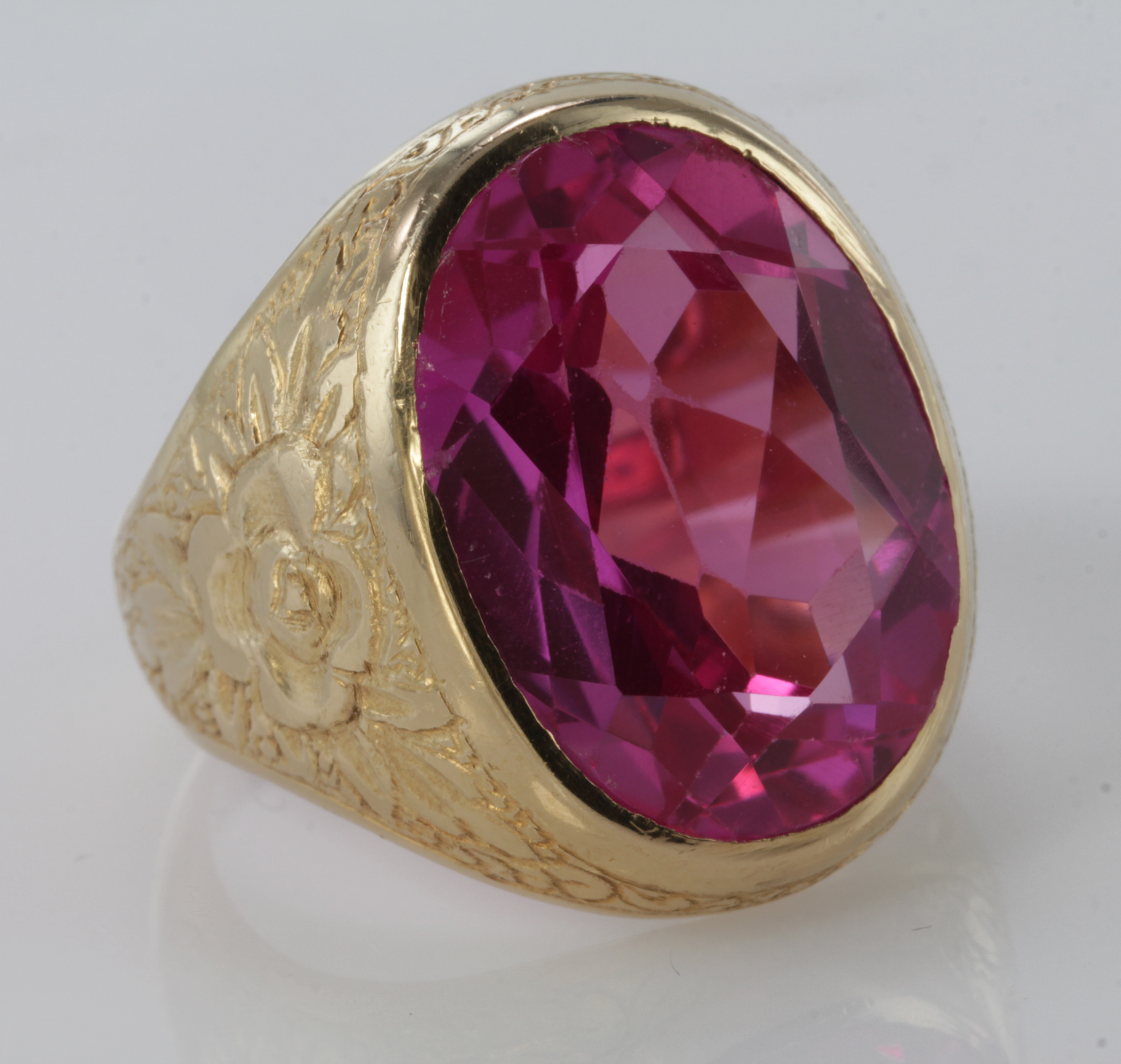 Lot 47 - 18ct Gold Ring with large Pink synthetic stone size R weight 22.3g