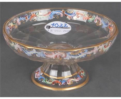 Kleiner Tafelaufsatz. Wien, J. u. L. Lobmeyr 19. Jh. Farbloses Glas, mit Rocaillebordüre bunt in Emaillefarben bemalt, Gold