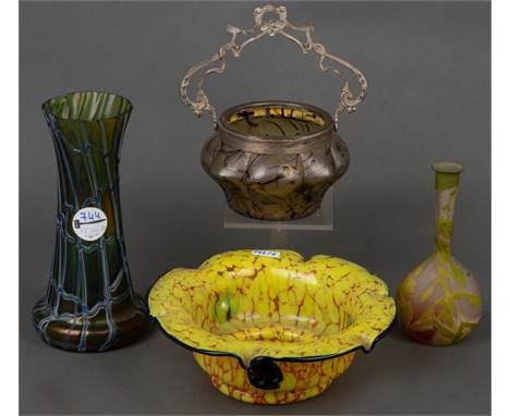 Zwei Schalen und zwei Vasen, u.a. Loetz / Pallme, König & Habel 20. Jh. Farbloses Glas, farbig überfangen, teilw. geätzt, e