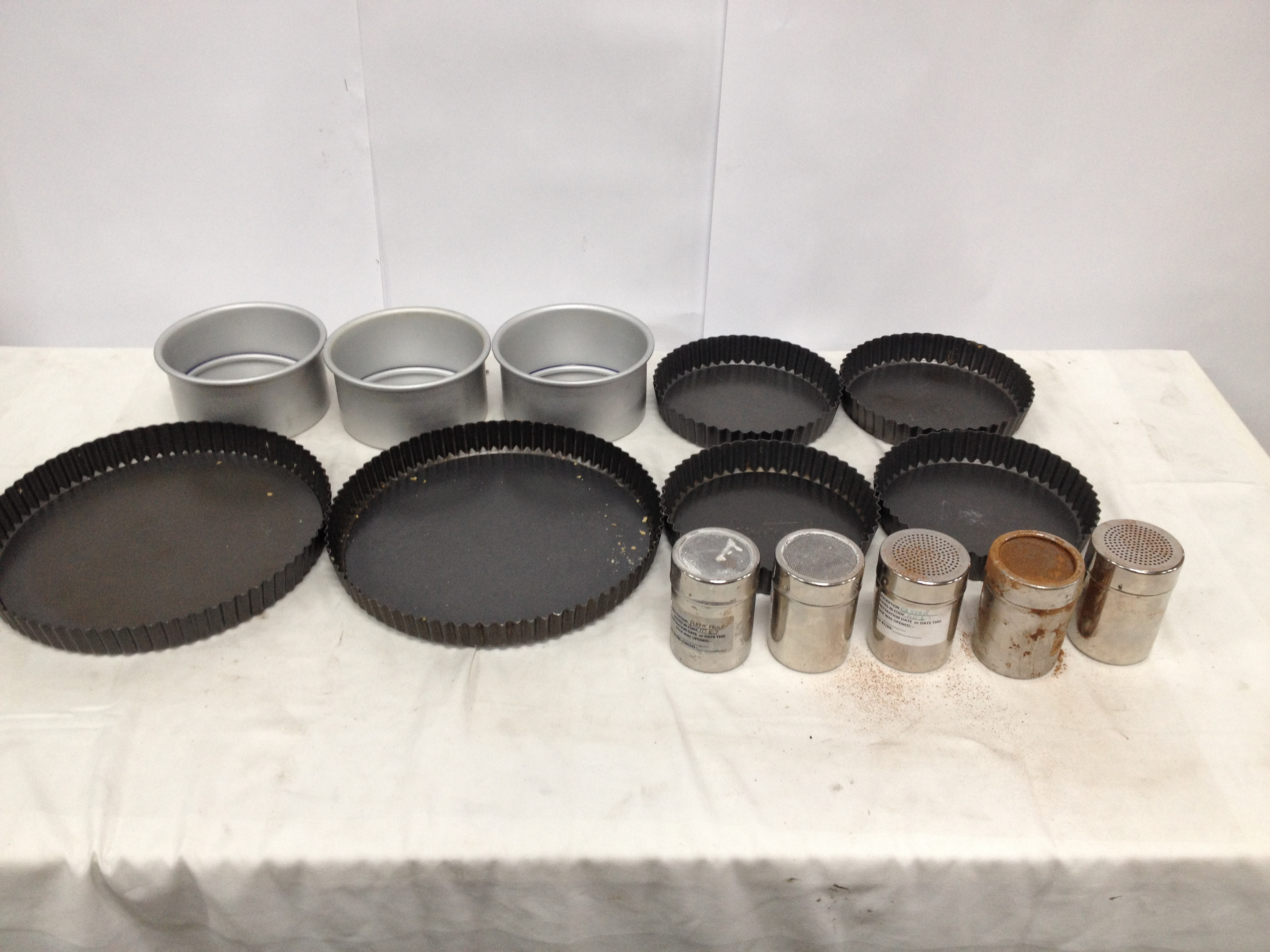 lakeland my kitchen cake tins 24 x 7 5 1 x 4 23 x 11. Black Bedroom Furniture Sets. Home Design Ideas