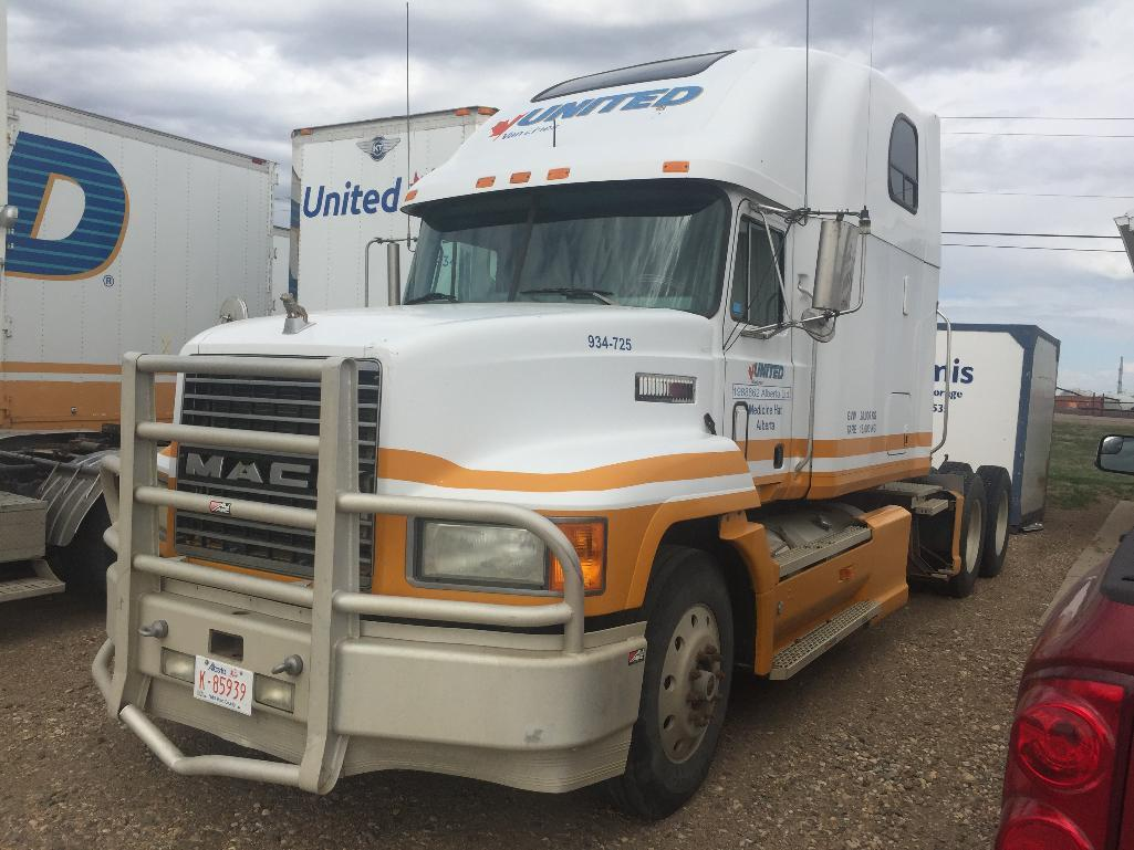 Lot 117 - Year: 1998 Make: Mack Model: CH613 Vehicle Type: Truck Mileage: 847989 Plate: Body Type:TRACTOR Tri
