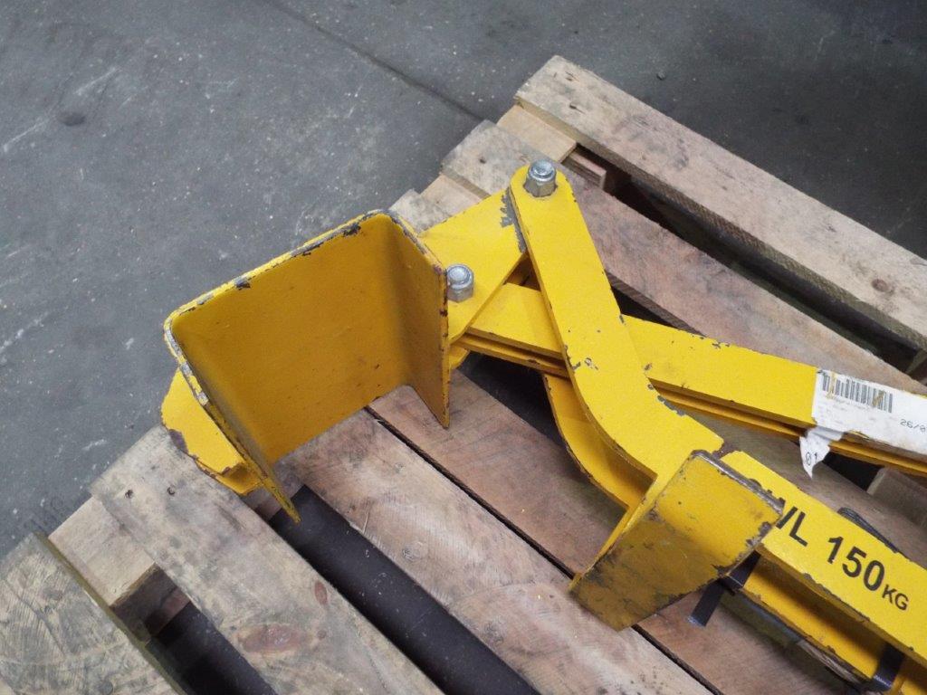Lot 20120 - FV430 Bulldog Radiator Lifting Frame