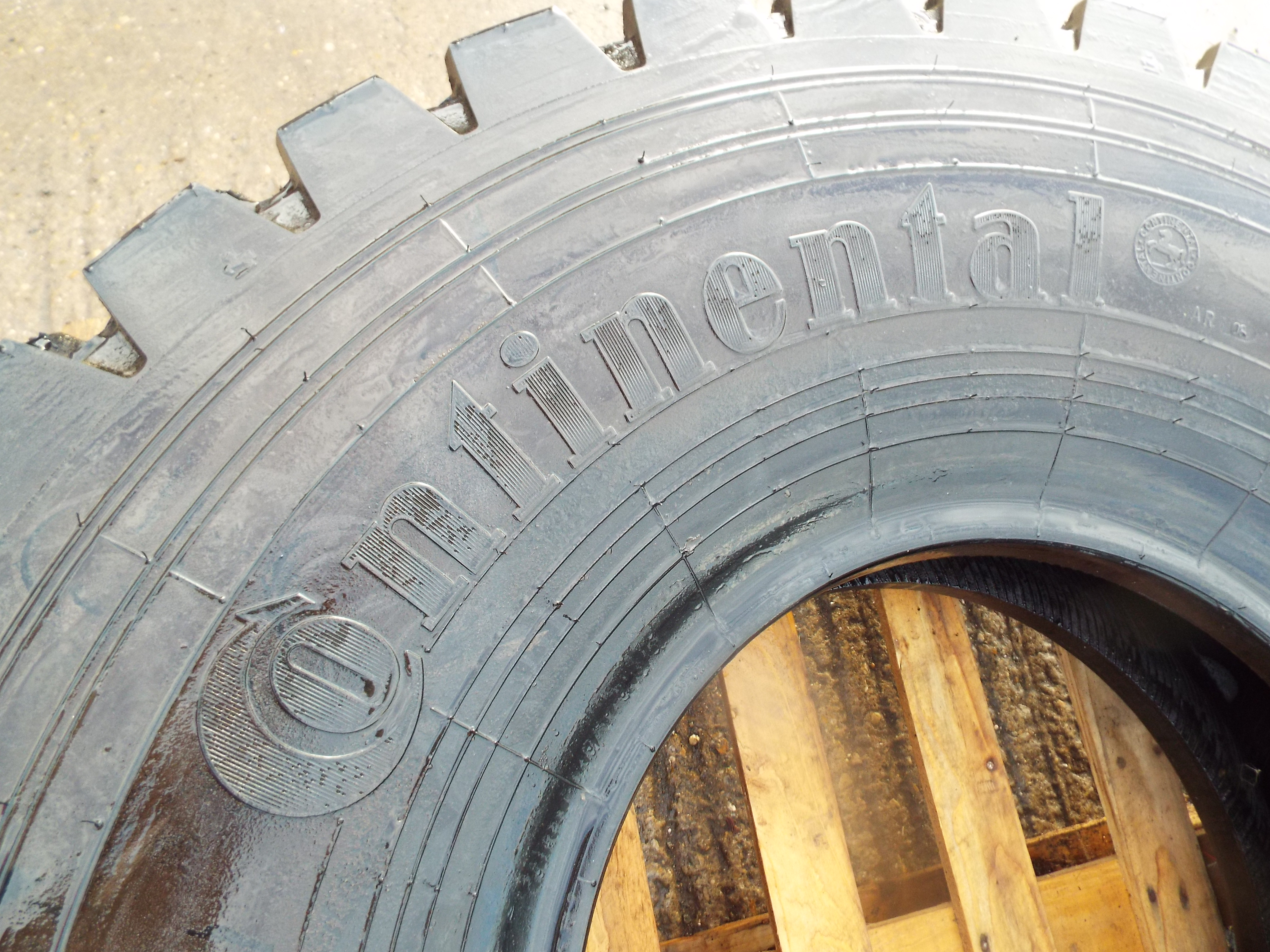 Lot 13612 - Continental 14.00 R20 Tyre