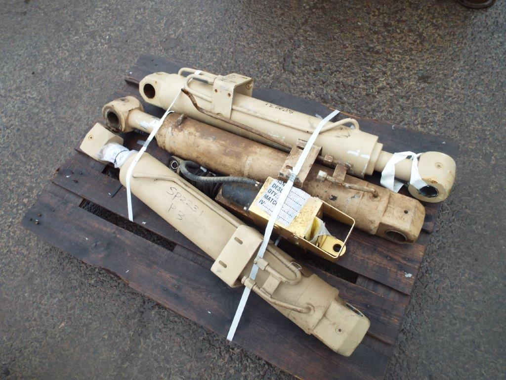 Lot 19184 - 3 x Heavy Duty Hydraulic Rams
