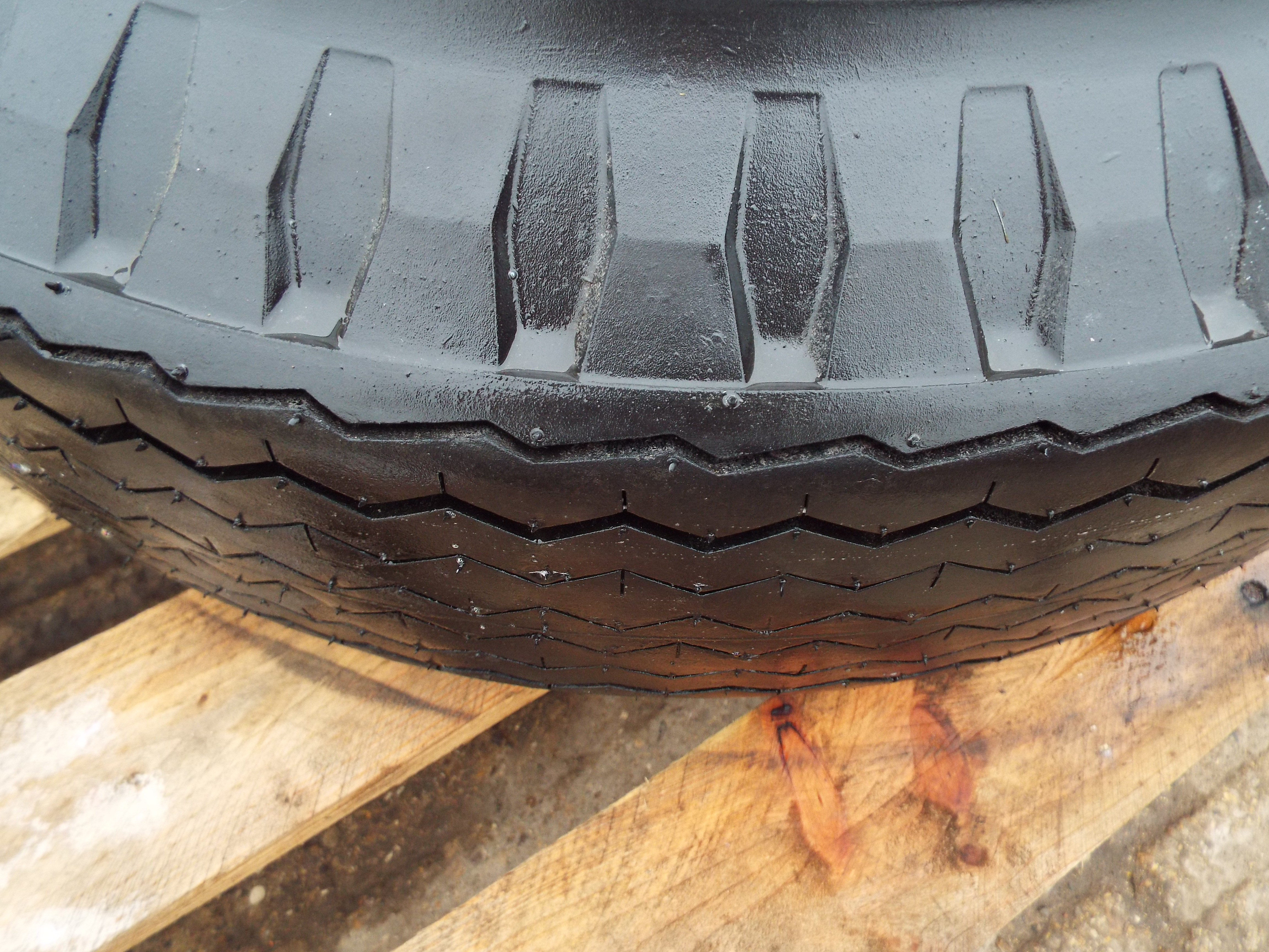 Lot 13616 - Goodyear Super Hi Miler 7.50-16C Tyre