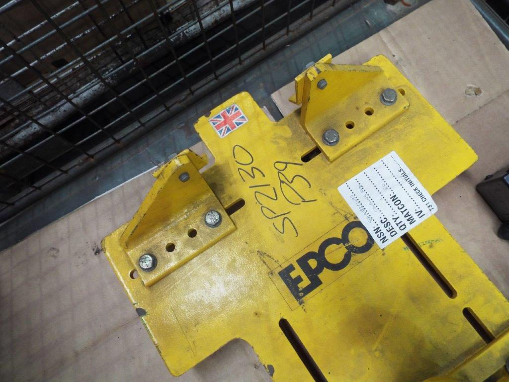 Lot 19150 - Mixed Stillage consisting of Heavy Duty Coupling Stand and Smokemeter