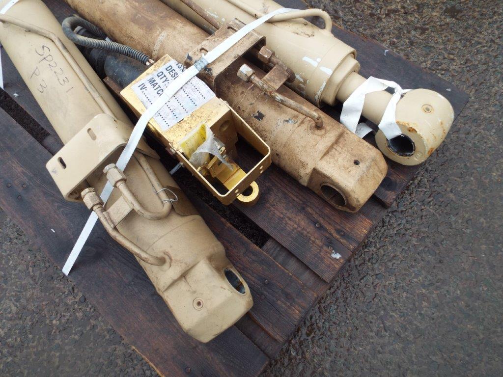 Lot 19184 - 3 x Heavy Duty Hydraulic Rams