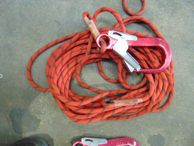 Lotto 26398 - 3 x 25 Metre Safety Ropes with Scaff Hook