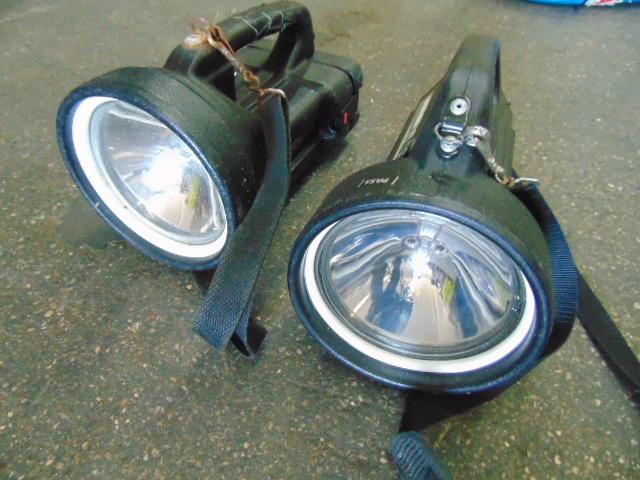 Lotto 26049 - 2 x Dragon Portable Searchlights
