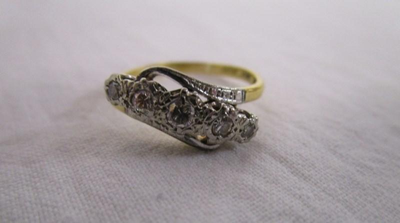 Lot 21 - 18ct gold 5 stone diamond ring
