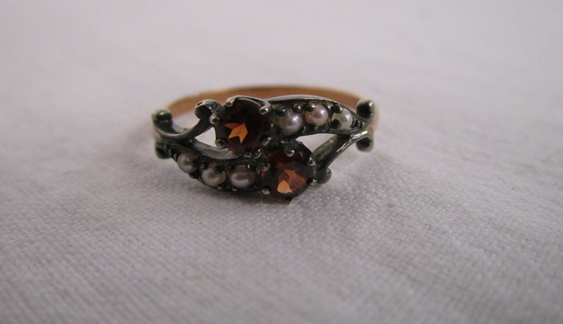 Lot 28 - Antique style garnet & seed pearl ring