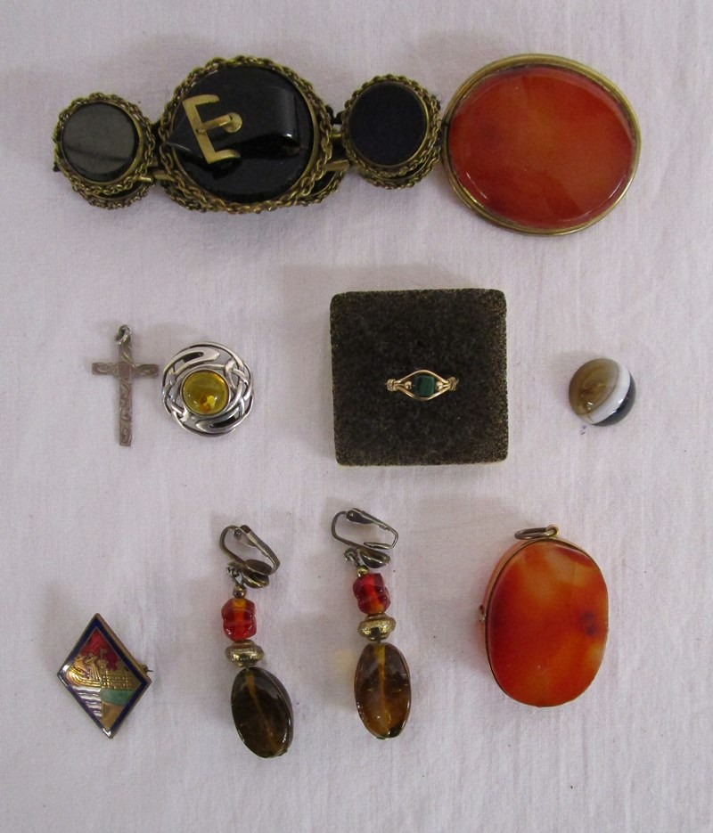 Lot 59 - Agate and other jewellery