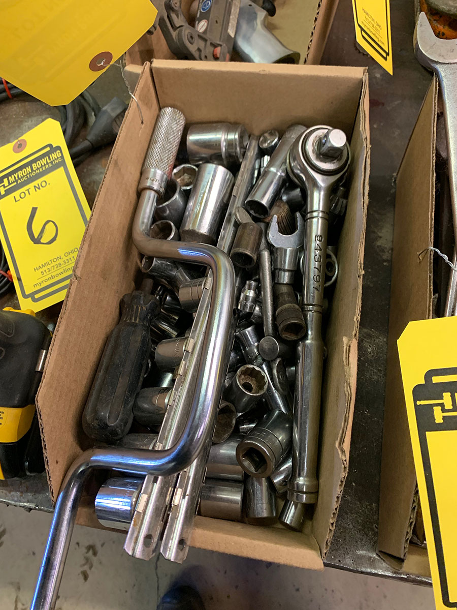 LOT OF ASSORTED SIZE SOCKETS