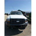 2005 Ford-550 XL Super Duty, 4x4, reg. cab, automatic, w/ like new 9' flat bed. Hide-a-ball 5th
