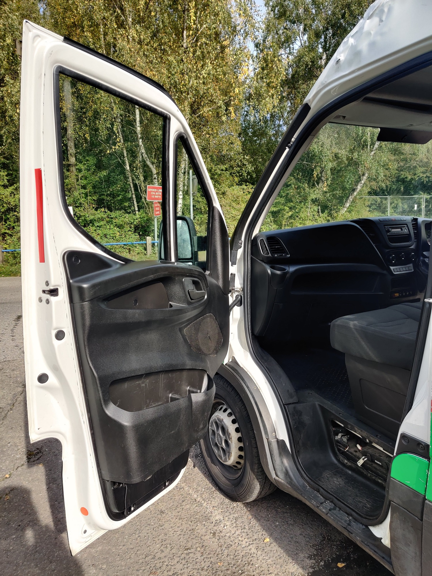 Lot 11 - 2015/15 REG IVECO DAILY 35S11 MWB WHITE 2.3 DIESEL PANEL VAN, SHOWING 0 FORMER KEEPERS *NO VAT*
