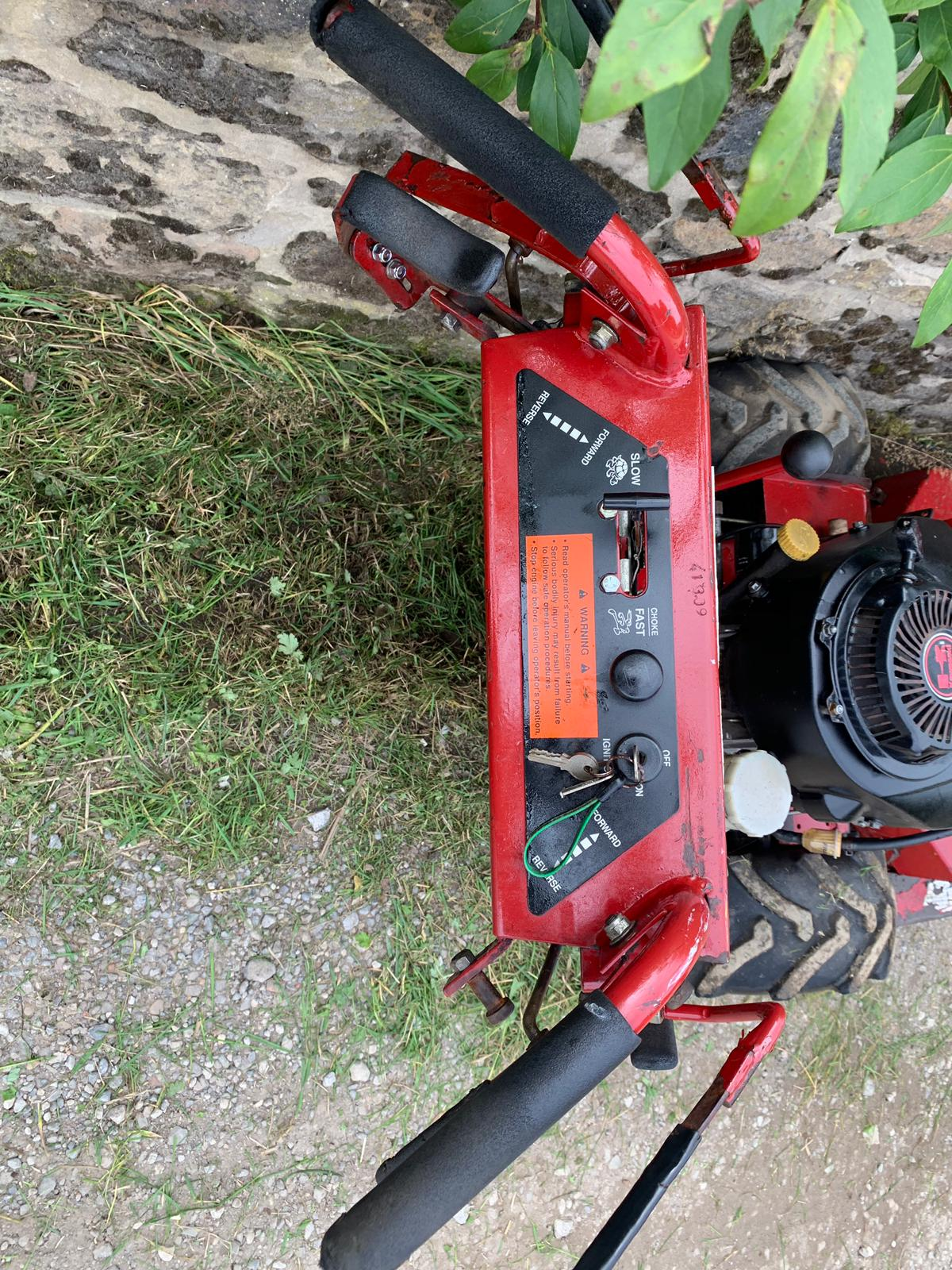"""Lot 25 - FERRIS HYDRO WALK-BEHIND SD COMMERCIAL 36"""" CUT MOWER, YEAR 2005, RUNS, WORKS AND CUTS *PLUS VAT*"""