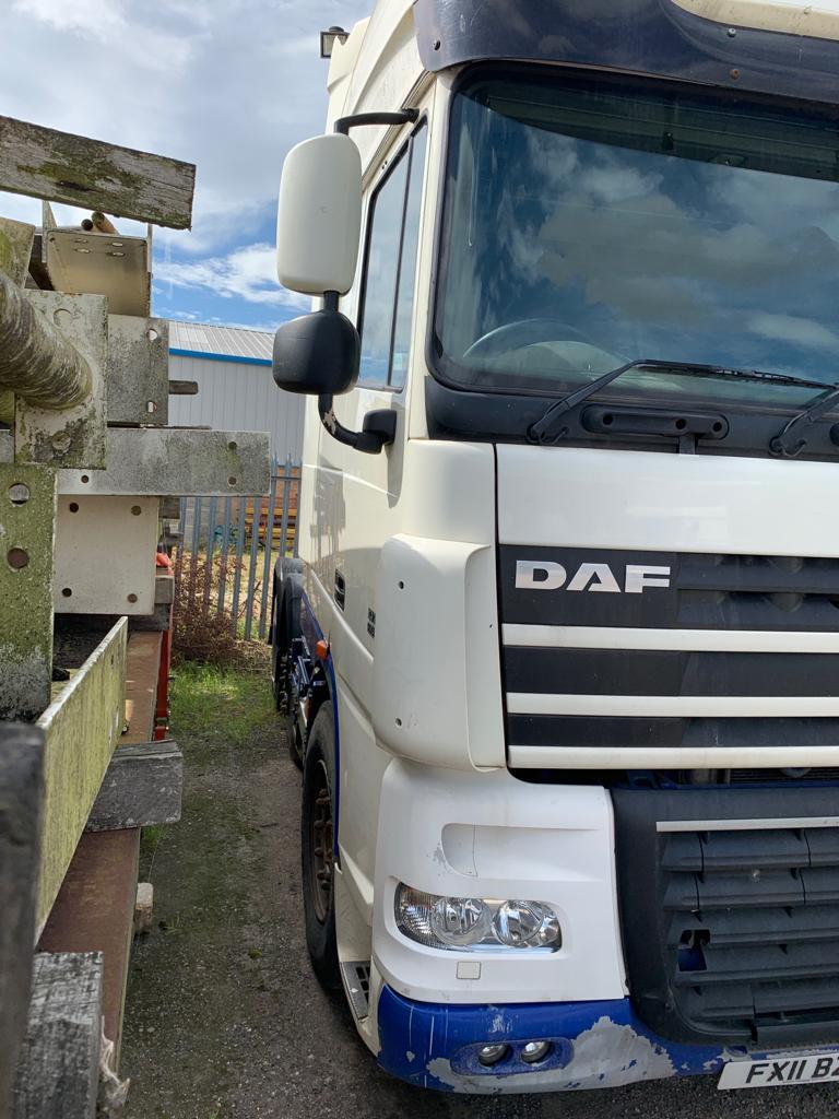 Lot 45 - 2011/11 REG DAF XF105.460 SLEEPER CAB HEAVY HAULAGE TRUCK WHITE DIESEL, SHOWING 0 FORMER KEEPERS
