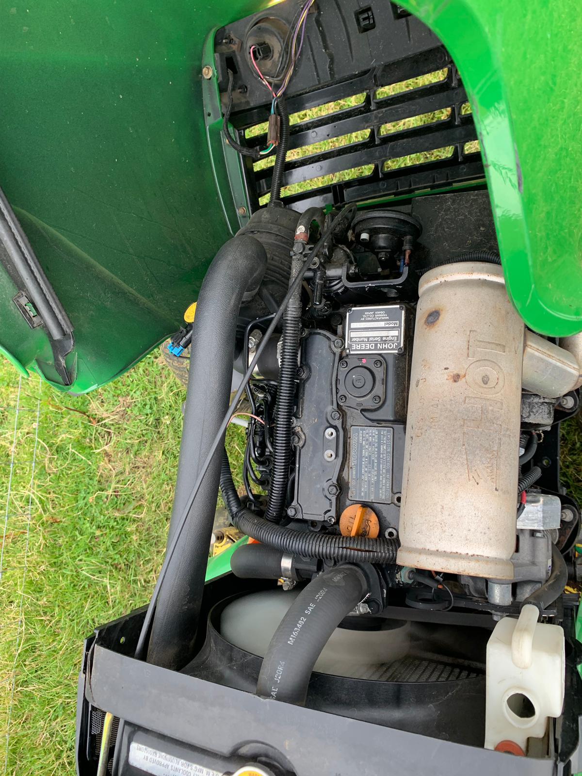 Lot 66 - 2011/11 REG JOHN DEERE X749 ULTIMATE 4X4 WHEEL STEER RIDE ON LAWN MOWER *PLUS VAT*