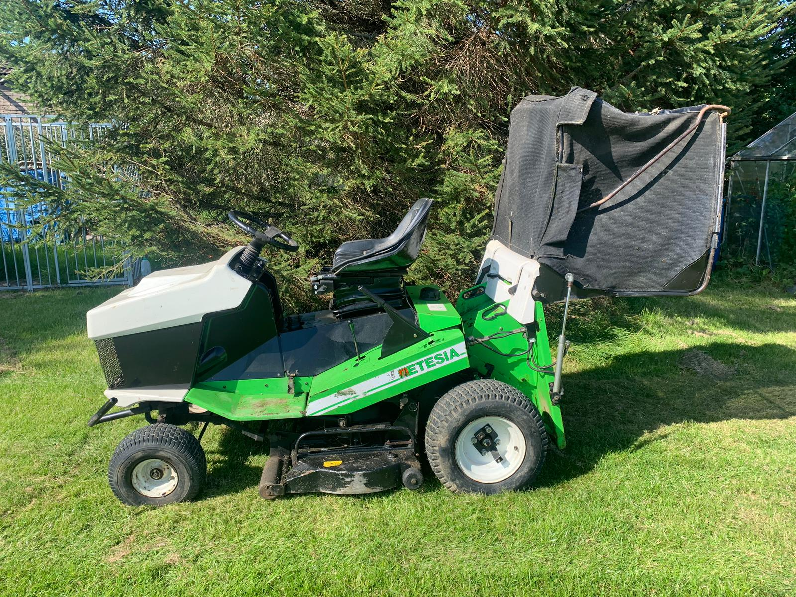 Lot 24 - ETESIA MVEHH HYDRO RIDE ON LAWN MOWER C/W REAR GRASS COLLECTOR, RUNS, WORKS AND CUTS *PLUS VAT*