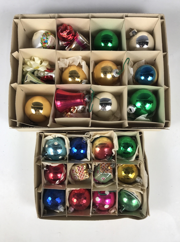 Lot 33 - Sundry vintage Christmas baubles