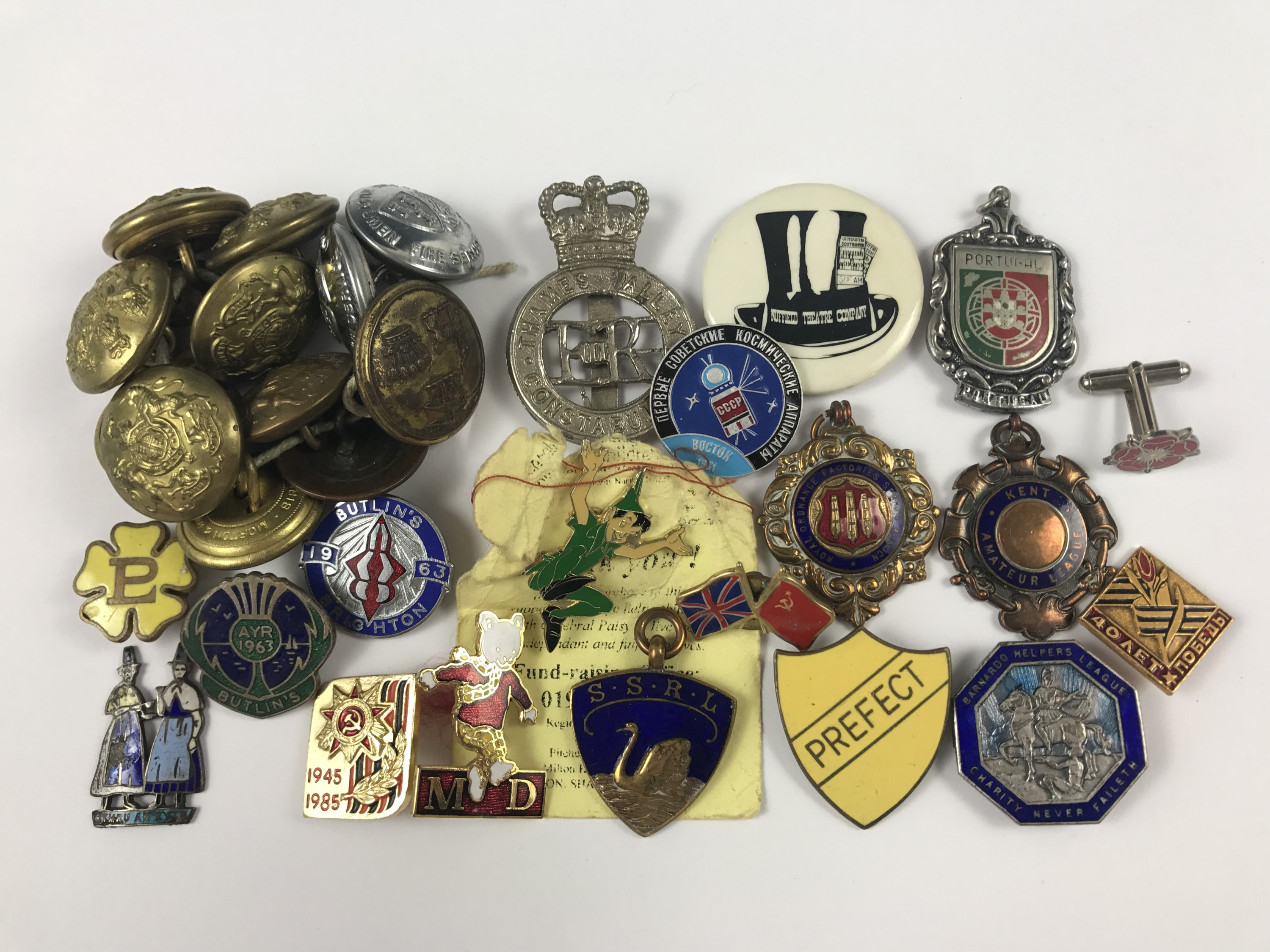 Lot 5 - Vintage enamelled buttons and badges including livery buttons