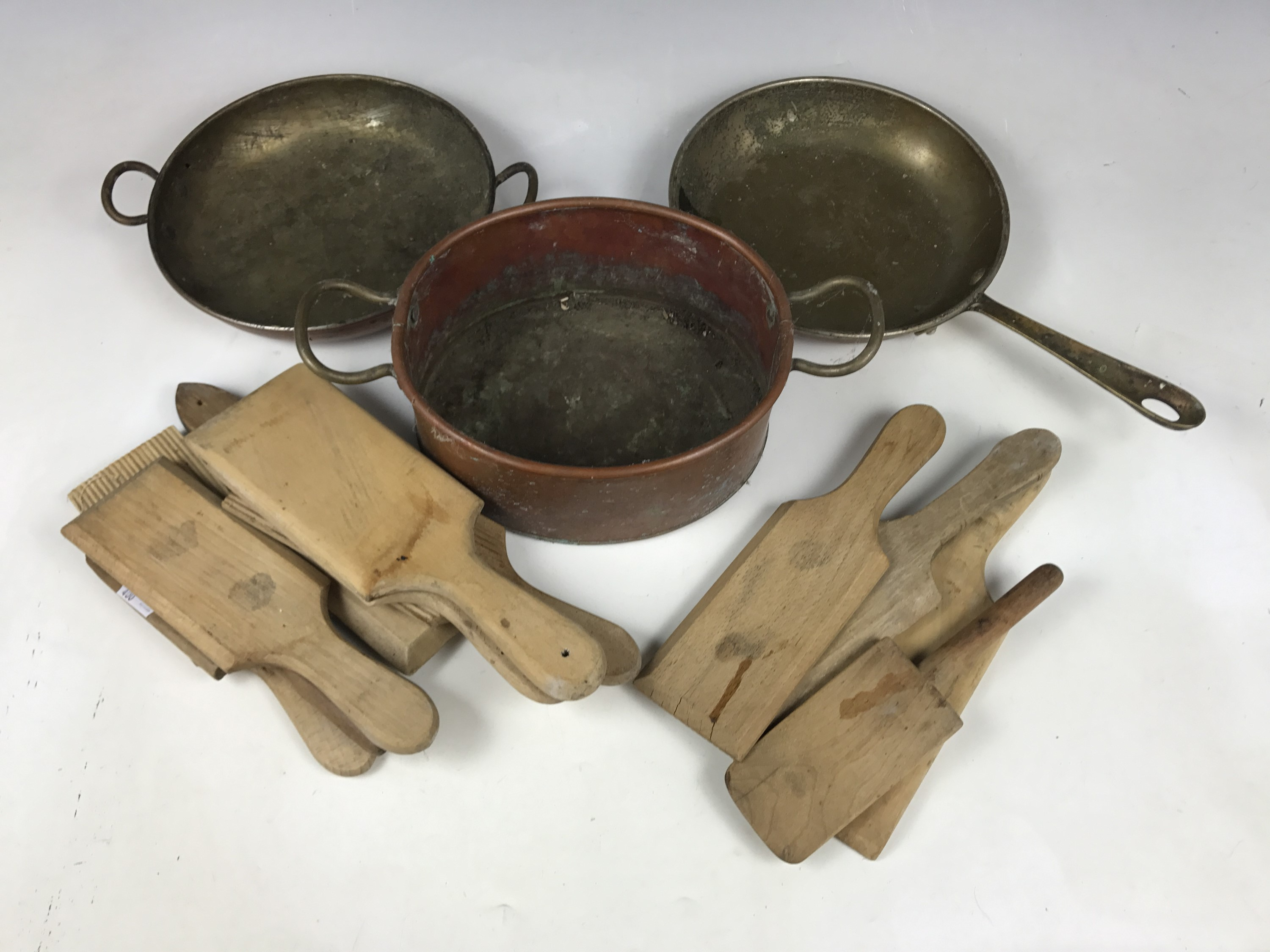 Lot 7 - Antique kitchenalia including wooden butter pats and three copper pans