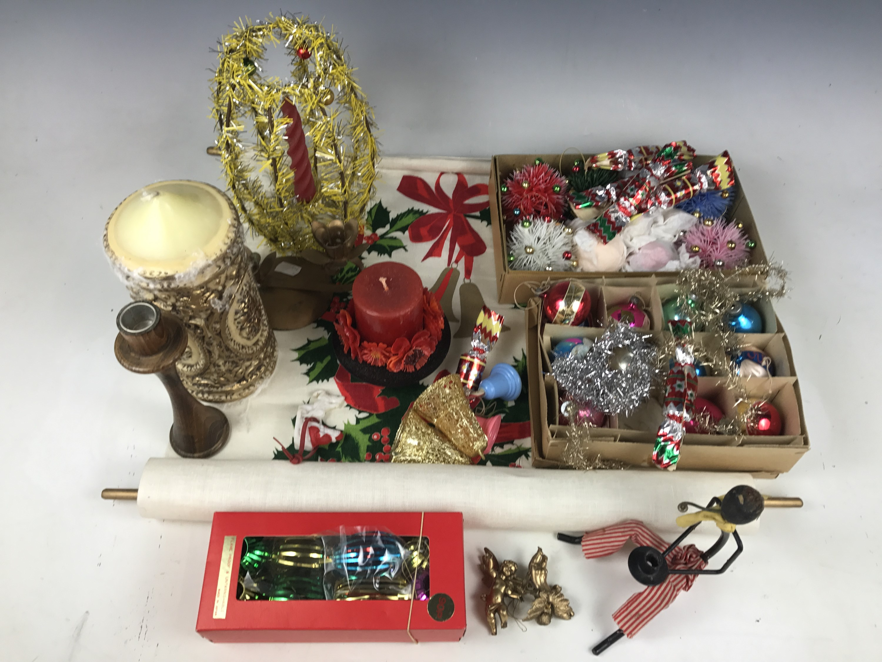 Lot 48 - A quantity of vintage Christmas decorations including baubles and accessories etc