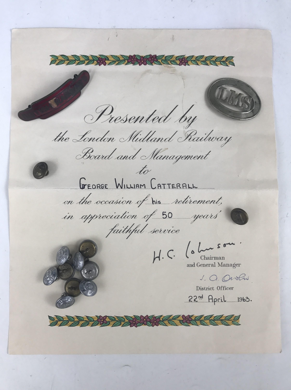 Lot 27 - A quantity of railway insignia and ephemera including an LMS Guard's cap badge (a/f)