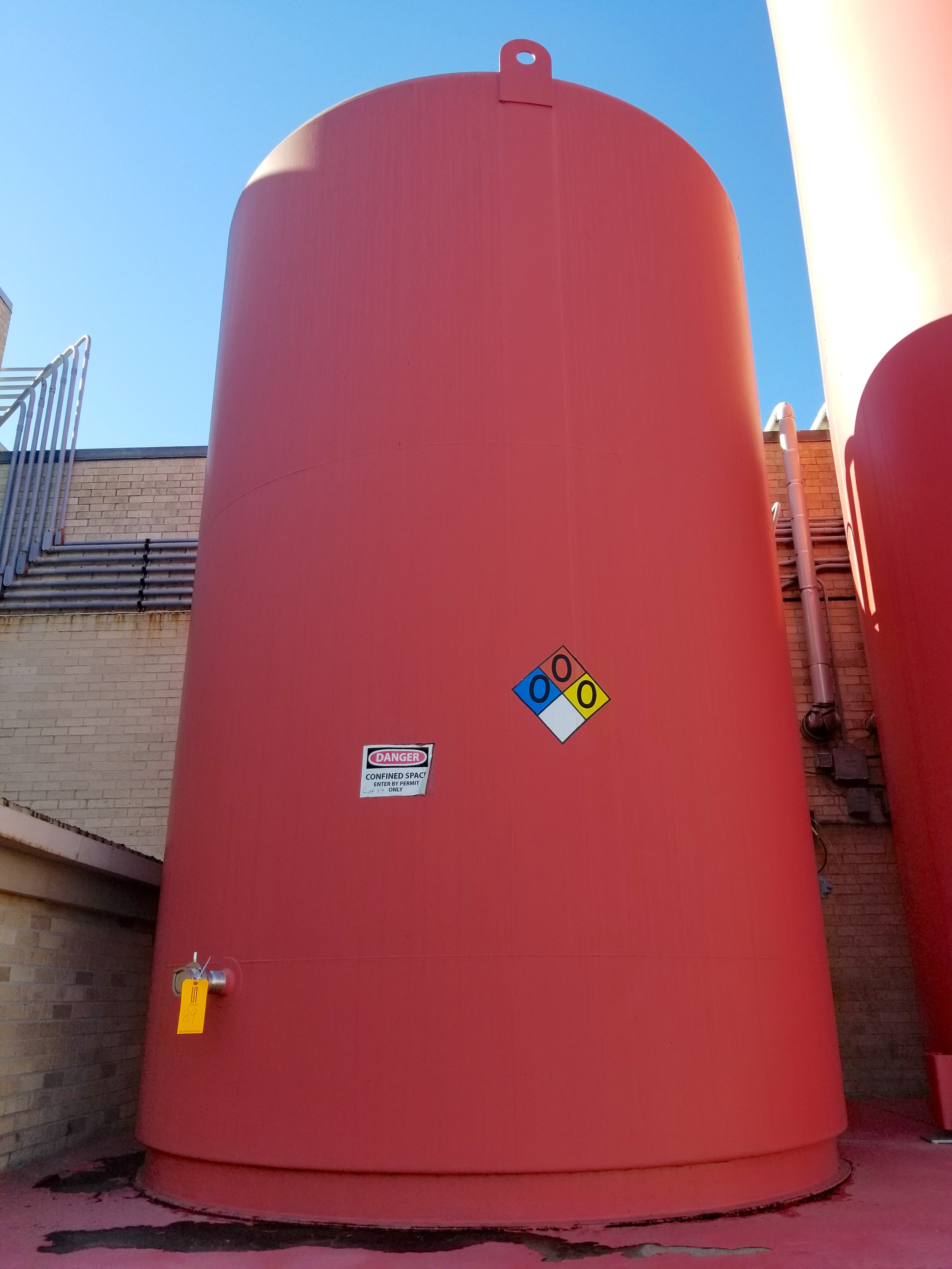 DCI 10000 Gallon Insulated Vertical Storage Tank
