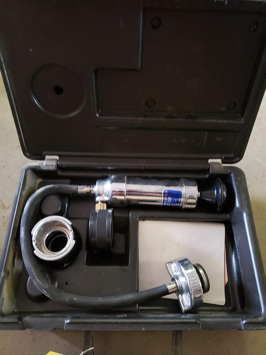 MAC TOOLS TIMING LIGHT; TL-200 & PRESSURIZED COOLING SYSTEM TESTER; MODEL ST-255 - Image 2 of 2
