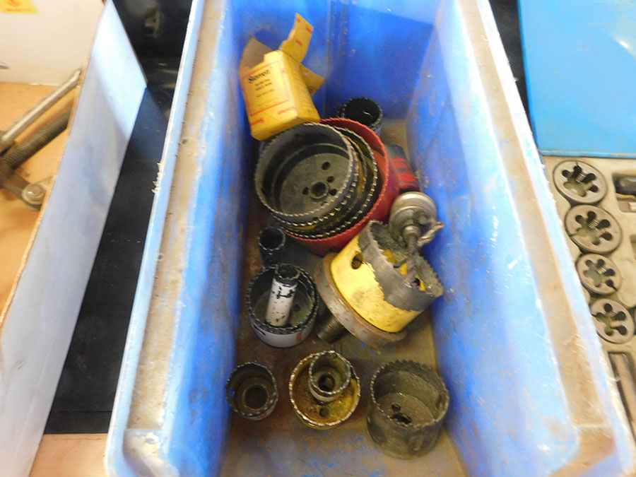 LOT OF ASSORTED HOLE SAWS