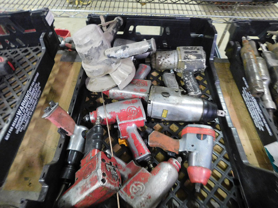 LOT OF ASSORTED PNEUMATIC TOOLS