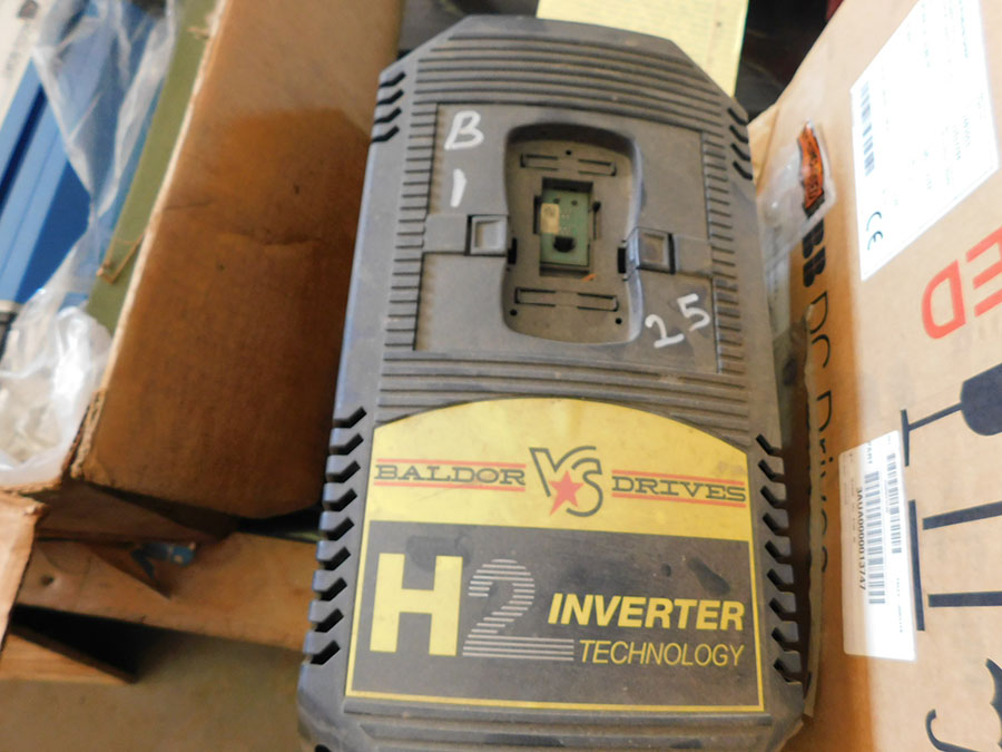 BALDOR VS DRIVE H2 INVERTER; S/N H0807070032, CATALOG# VS1SP420-1B, INPUT/OUTPUT 480, VAC 3-PH, 50/ - Image 2 of 2