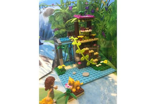 Lego Friends Shop Display Diorama With Lights And Jungle Sound
