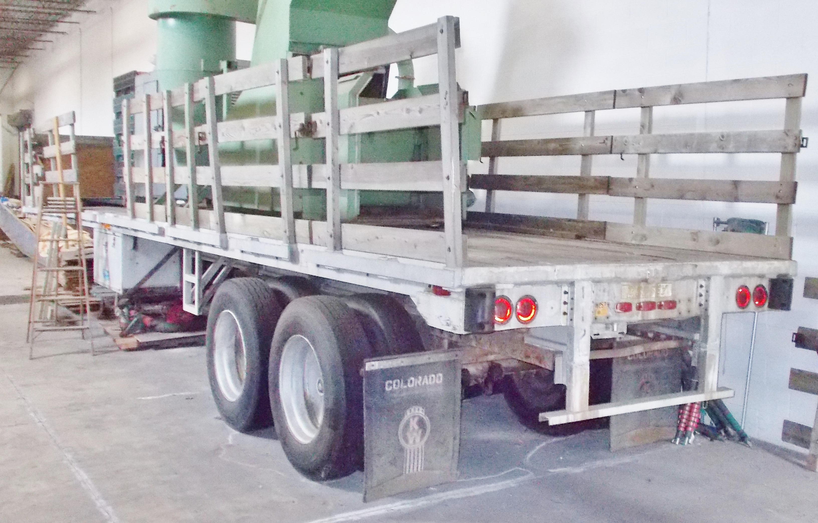 Lot 35 - 40' TANDEM AXLE FLATBED TRAILER
